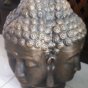 άγαλμα το οποίο απεικονίζει Βούδα με τέσσερα πρόσωπα