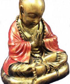 άγαλμα που απεικονίζει μοναχό που προσεύχεται