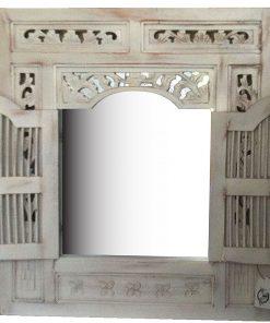λευκός καθρέφτης με παραθυρόφυλλα