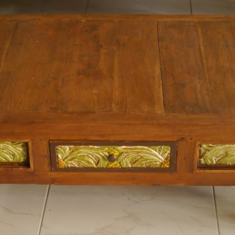 σκαλιστό τραπεζάκι σαλονιού από ξύλο τικ