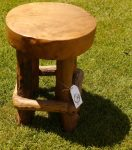 ξύλινο σκαμνάκι από ρίζα τικ με τέσσερα πόδια