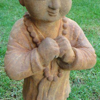 πέτρινο άγαλμα που απεικονίζει ένα μοναχό σαολίν