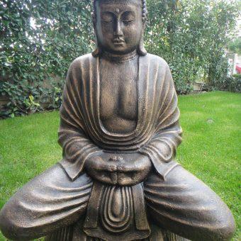 άγαλμα Βούδα που προσεύχεται σε στάση λωτού