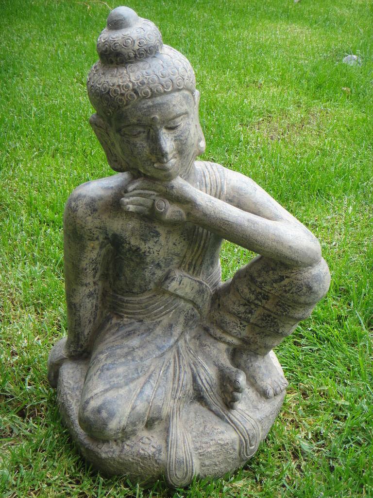 άγαλμα το οποίο απεικονίζει τον Βούδα να σκέφτεται