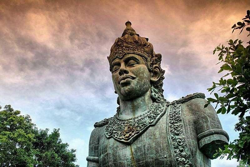γλυπτική τέχνη της Ινδονησίας στα διακοσμητικά αγάλματα