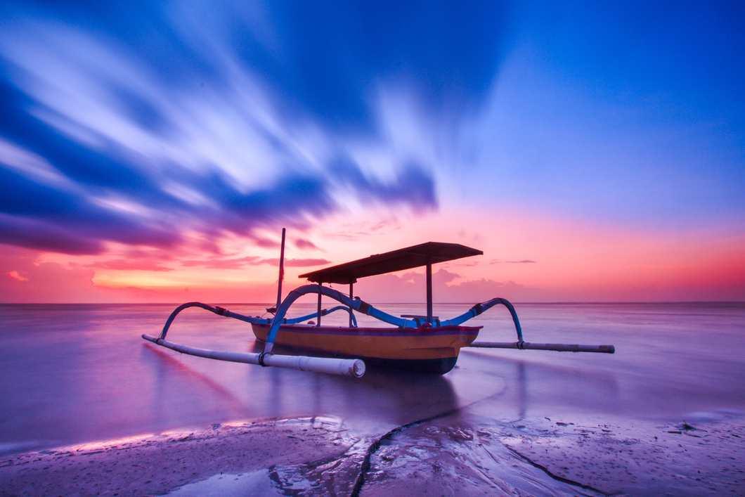 Ινδονησία και τα πιο εντυπωσιακά πολύχρωμα έπιπλα και διακοσμητικά