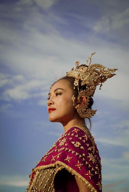 Η παραδοσιακή τέχνη της Ταϊλάνδης στα χειροποίητα κοσμήματα με ημιπολύτιμους λίθους